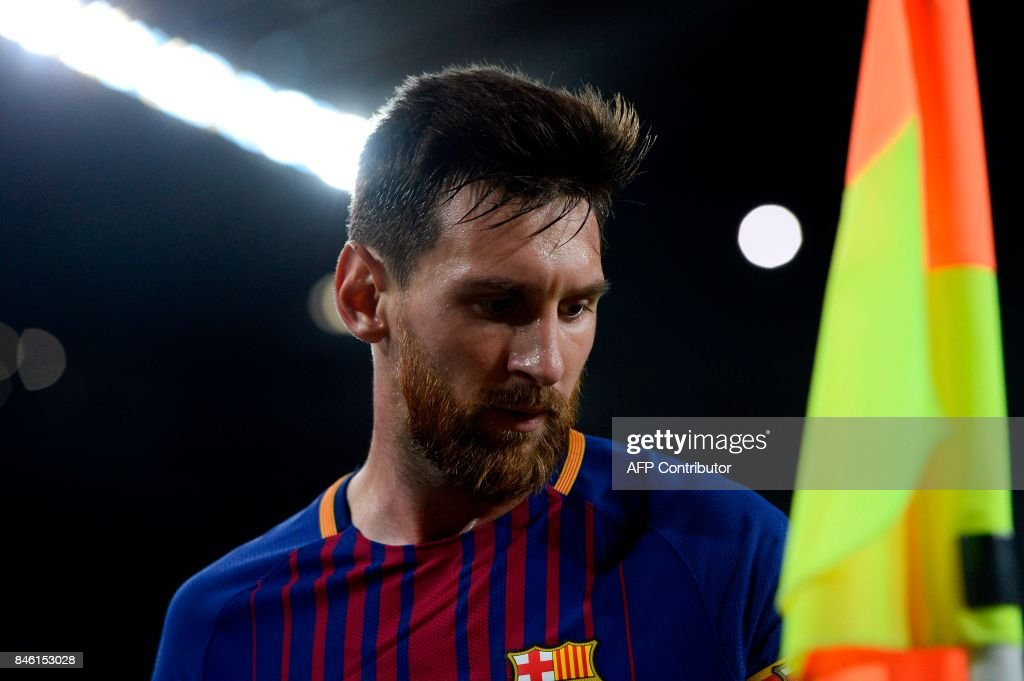 Barcelona's forward from Argentina Lionel Messi looks on during the UEFA Champions League Group D football match FC Barcelona vs Juventus at the Camp Nou stadium in Barcelona on September 12, 2017. / AFP PHOTO / Josep LAGO
