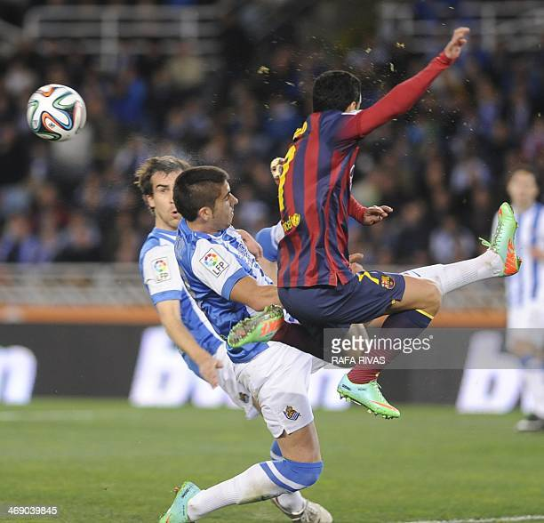 Barcelona's forward Pedro Rodriguez vies with Real Sociedad's defender Jose Angel and Real Sociedad's defender Mikel Gonzalez during the Spanish Copa...