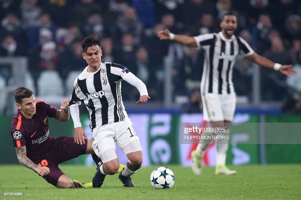 Barcelona's French defender Lucas Digne (L) fights for the ball with Juventus' forward from Argentina Paulo Dybala during the UEFA Champions League Group D football match Juventus Barcelona on November 22, 2017 at the Juventus stadium in Turin. / AFP PHOTO / Filippo MONTEFORTE
