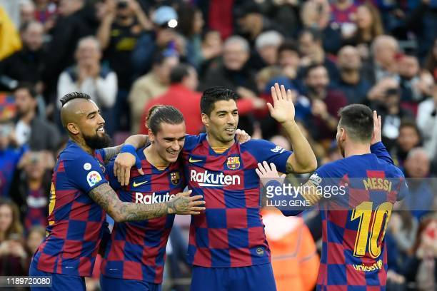 TOPSHOT Barcelona's French forward Antoine Griezmann celebrates with Barcelona's Chilean midfielder Arturo Vidal Barcelona's Uruguayan forward Luis...