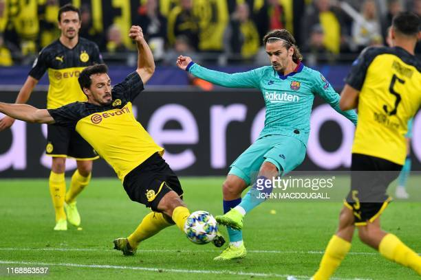 Barcelona's French forward Antoine Griezmann has a chance put off by Dortmund's German defender Mats Hummels during the UEFA Champions League Group F...