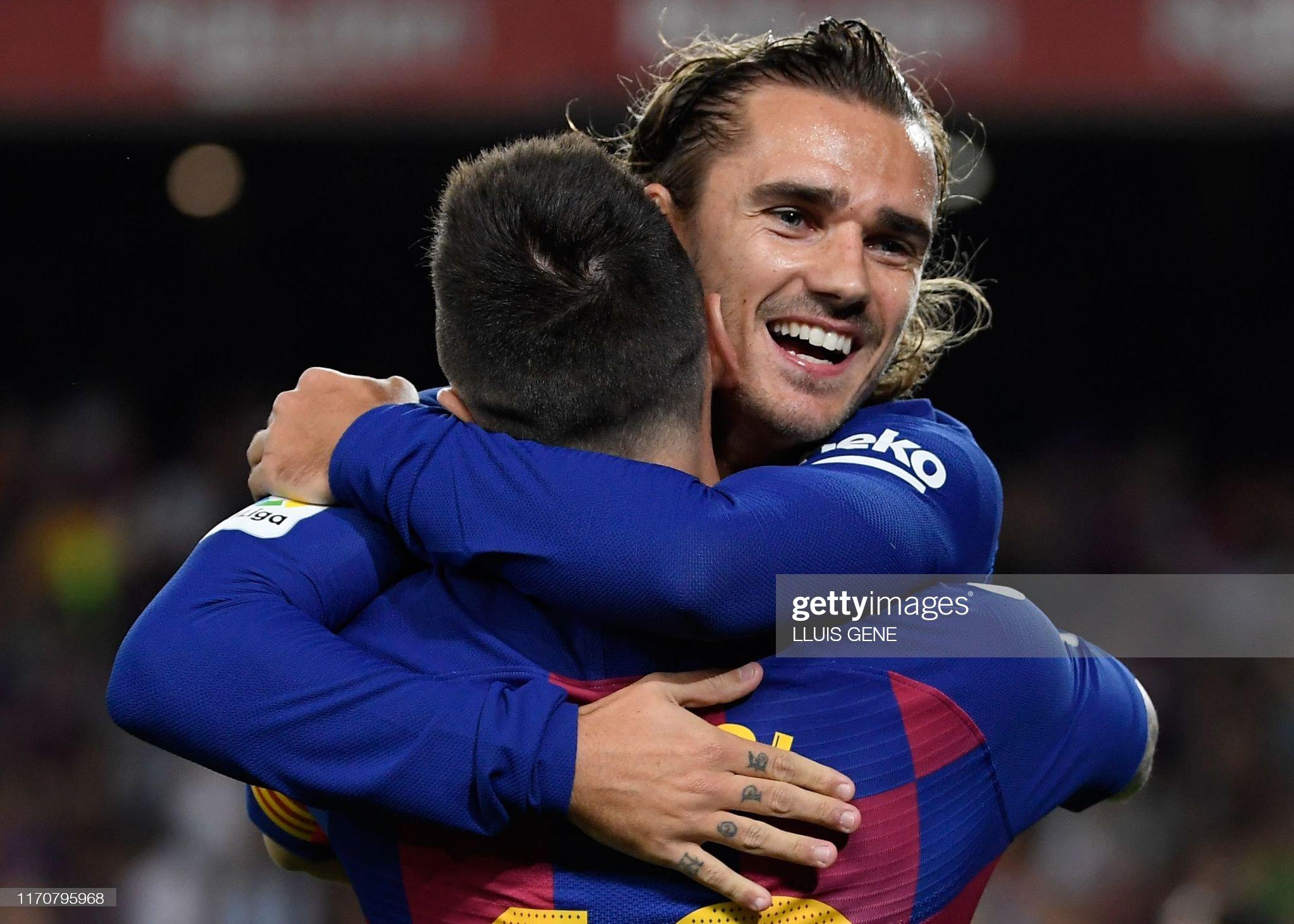 صور مباراة : برشلونة - فياريال 2-1 ( 24-09-2019 )  Barcelonas-french-forward-antoine-griezmann-is-congratulated-by-picture-id1170795968?s=2048x2048