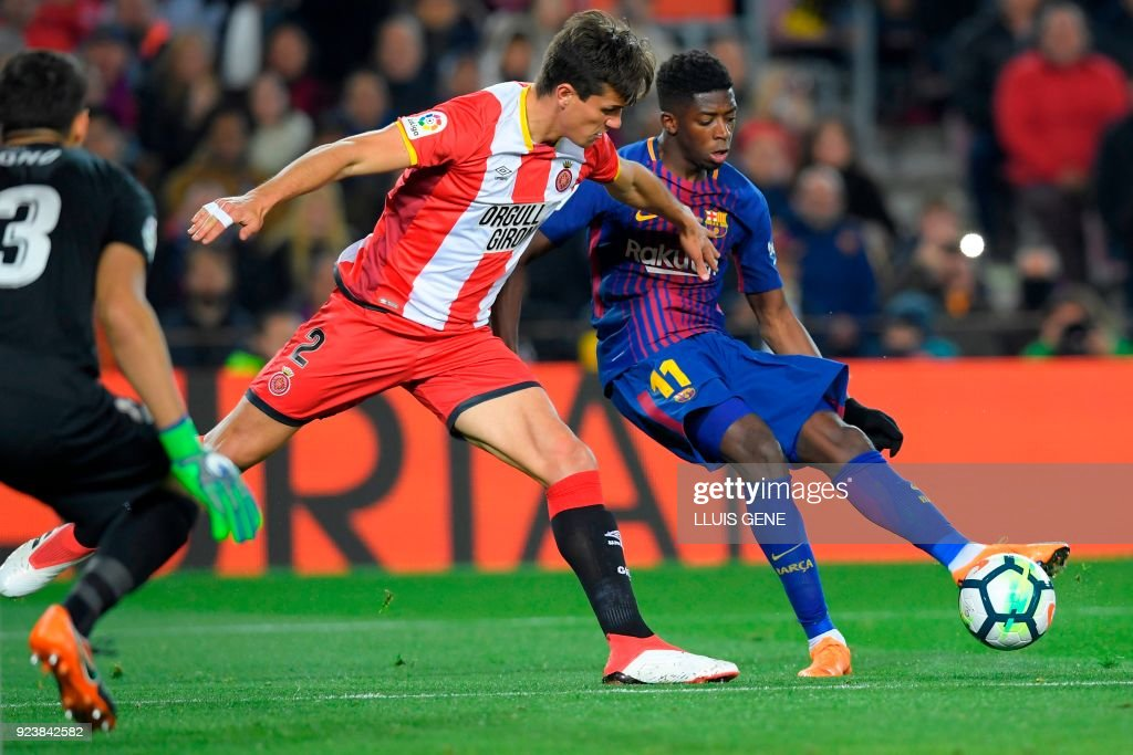 Barcelona's French forward Ousmane Dembele (R) vies with Girona's Colombian defender Bernardo Espinosa (C) and Girona's Moroccan goalkeeper Yassine Bounou (L) during the Spanish league football match between FC Barcelona and Girona FC at the Camp Nou stadium in Barcelona on February 24, 2018. /