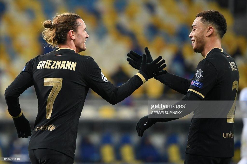 FBL-EUR-C1-DYNAMO KIEV-BARCELONA : News Photo