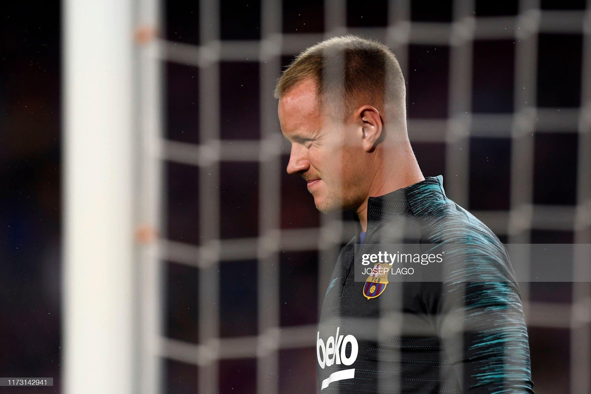 صور مباراة : برشلونة - إنتر 2-1 ( 02-10-2019 )  Barcelonas-german-goalkeeper-marcandre-ter-stegen-warms-up-before-the-picture-id1173142941?s=2048x2048
