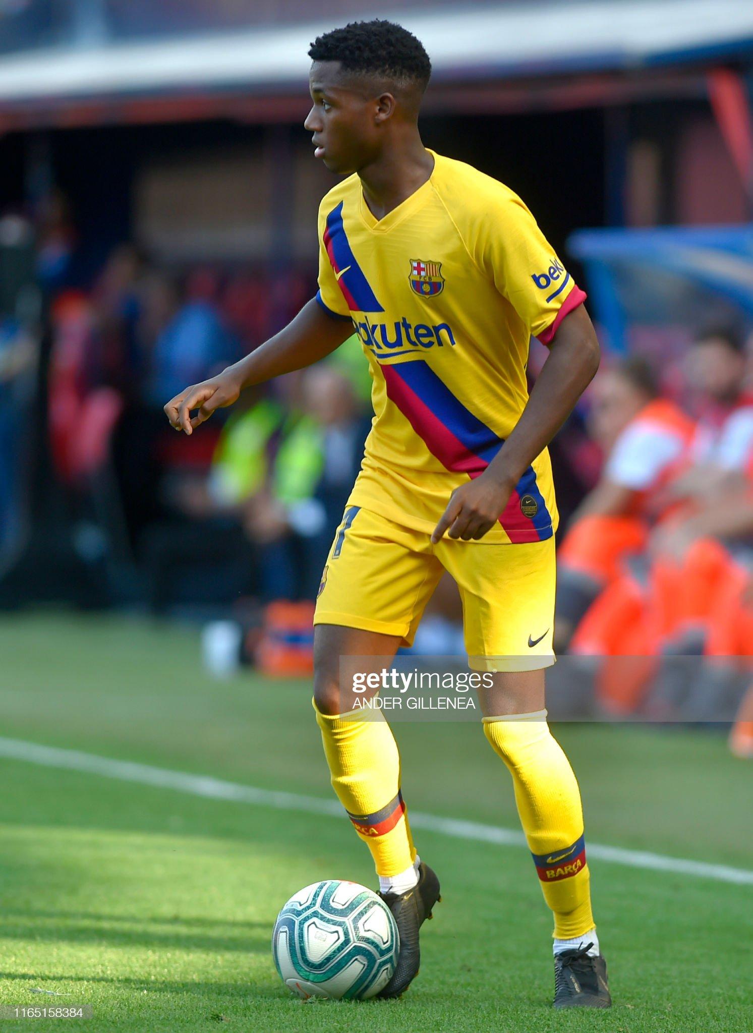 صور مباراة : أوساسونا - برشلونة 2-2 ( 31-08-2019 )  Barcelonas-guineabissau-forward-ansu-fati-controls-the-ball-during-picture-id1165158384?s=2048x2048