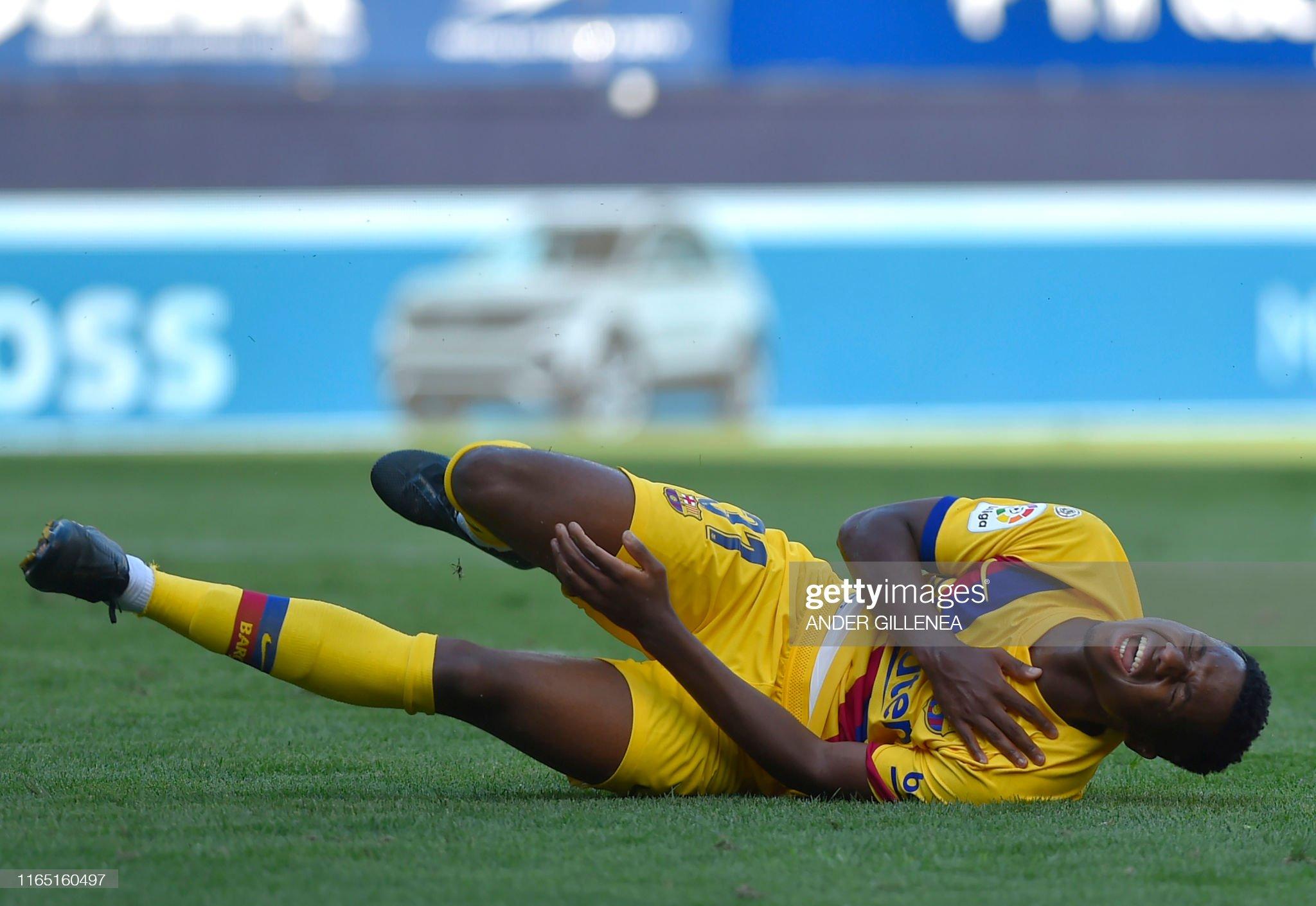 صور مباراة : أوساسونا - برشلونة 2-2 ( 31-08-2019 )  Barcelonas-guineabissau-forward-ansu-fati-gestures-in-pain-during-the-picture-id1165160497?s=2048x2048
