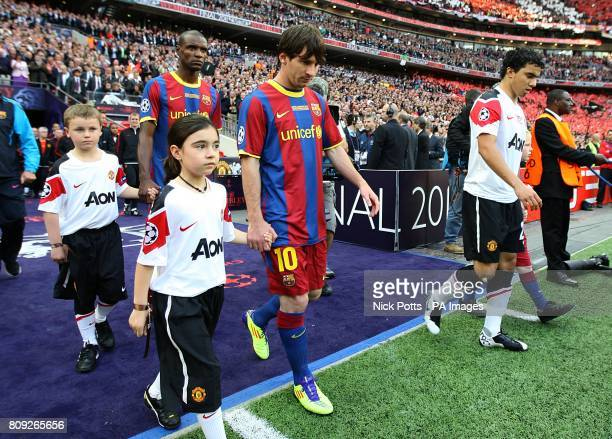 Barcelona's Lionel Messi makes his way out on to the pitch prior to kickoff