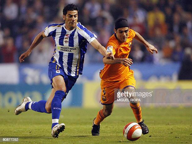 Barcelona's Mexican Rafael Marquez vies with Deportivo Coruna's Ivan Sanchez Riki during a Spanish league football match at the Riazor Stadium on...