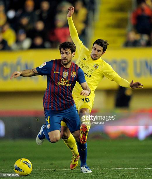 Barcelona's midfielder Cesc Fabregas vies for the ball with Villarreal's midfielder Cani during the Spanish league football match Villareal CF vs...