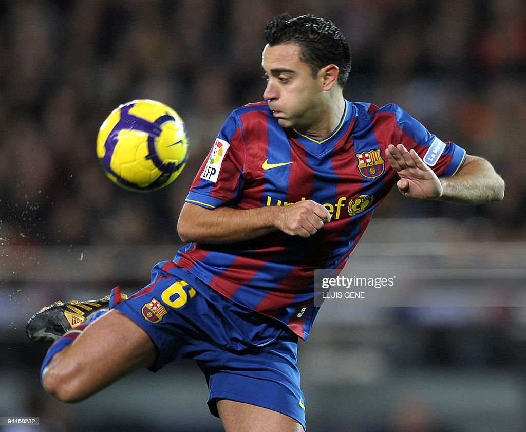 Barcelona's midfielder Xavi Hernandez controls the ball during their Spanish League football match against Espanyol on December 12, 2009 at Camp Nou stadium in Barcelona.