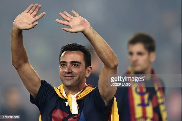 Barcelona's midfielder Xavi Hernandez waves as he takes part in the celebrations held for their victory over Juventus, one day after the UEFA...