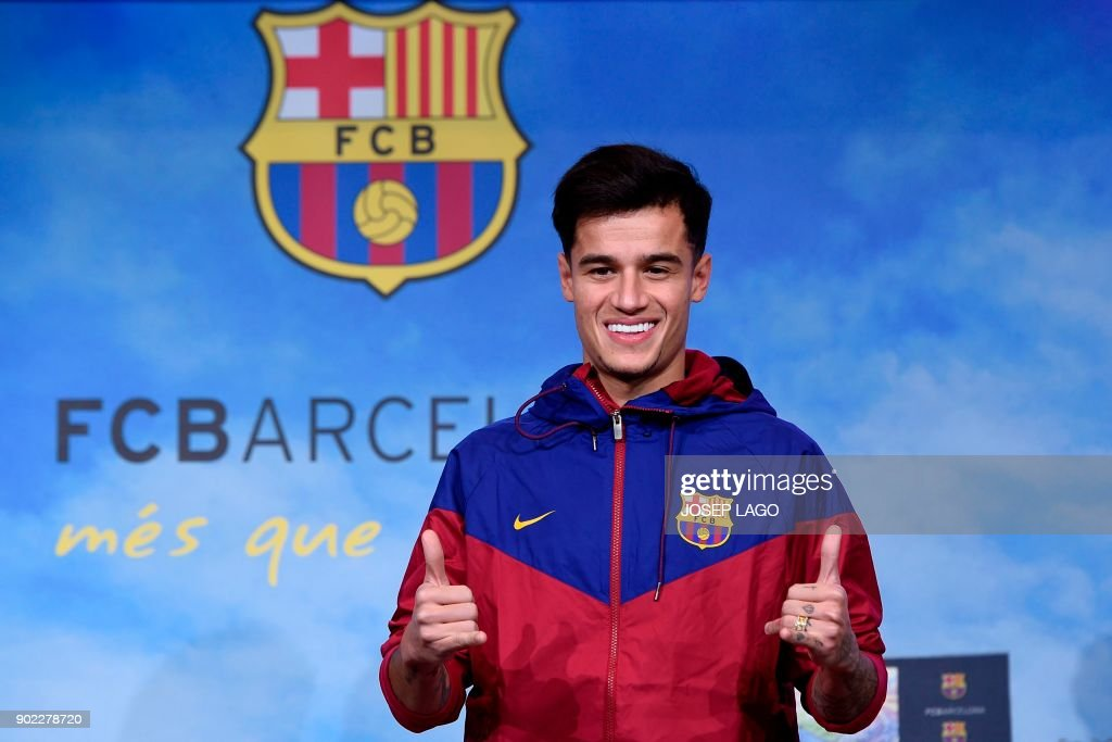 Barcelona's new Brazilian midfielder Philippe Coutinho poses for a picture in Barcelona on January 7, 2018. Coutinho is in Barcelona to tie up a 160-million-euro ($192 million) move from Liverpool, the third-richest deal of all time. / AFP PHOTO / Josep LAGO