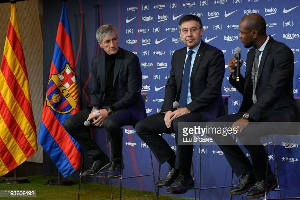 Barcelona's new coach Quique Setien gives a press conference with Barcelona's president Josep Maria Bartomeu and football director Eric Abidal during...