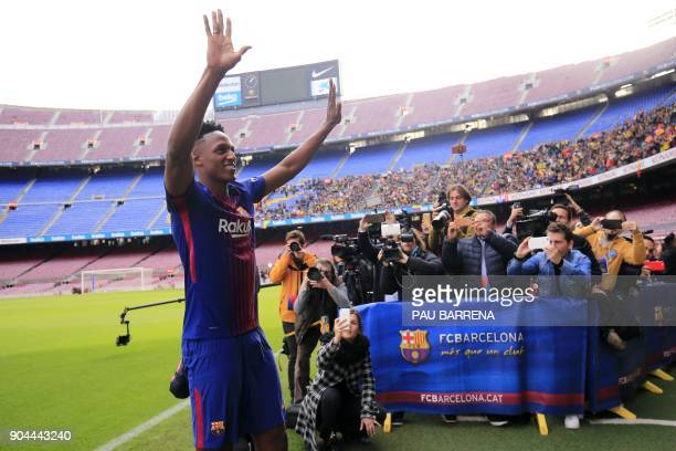 Barcelona's new Colombian defender Yerry Mina acknowledges supporters during his official presentation in Barcelona on January 13 2018 / AFP PHOTO /...