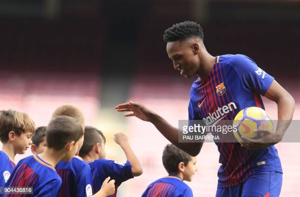 Barcelona's new Colombian defender Yerry Mina greets young fans during his official presentation in Barcelona on January 13 2018 / AFP PHOTO / Pau...