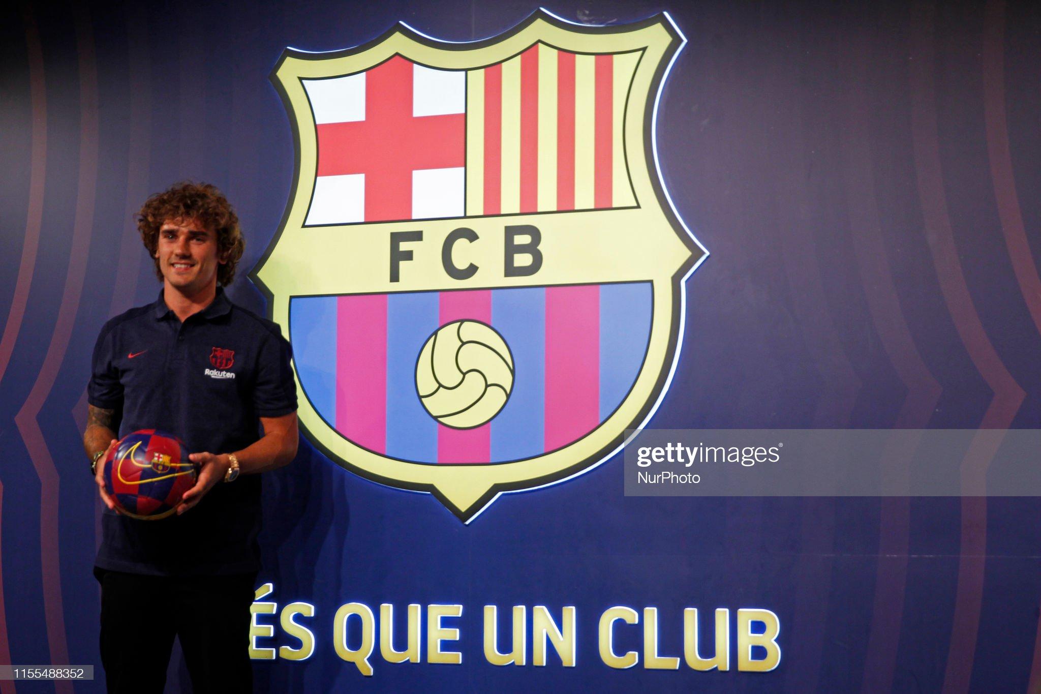 Antoine Griezmann joins Barcelona : News Photo