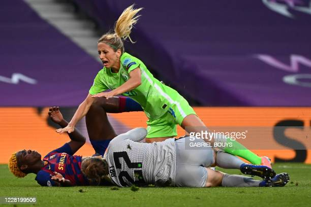 Barcelona's Nigerian forward Asisat Oshoala , VfL Wolfsburg's German defender Kathrin Hendrich and VfL Wolfsburg's German goalkeeper Friederike Abt...