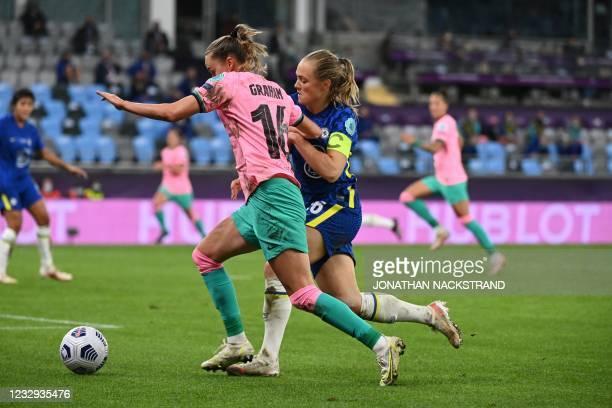 Barcelona's Norwegian forward Caroline Graham Hansen and Chelsea's Swedish defender Magdalena Eriksson vie for the ball during the UEFA Women's...