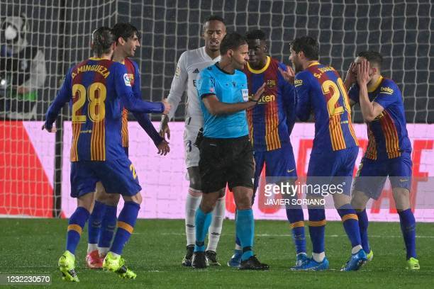 """Barcelona´s players argue with Spanish referee Jesus Gil Manzano during the """"El Clasico"""" Spanish League football match between Real Madrid CF and FC..."""