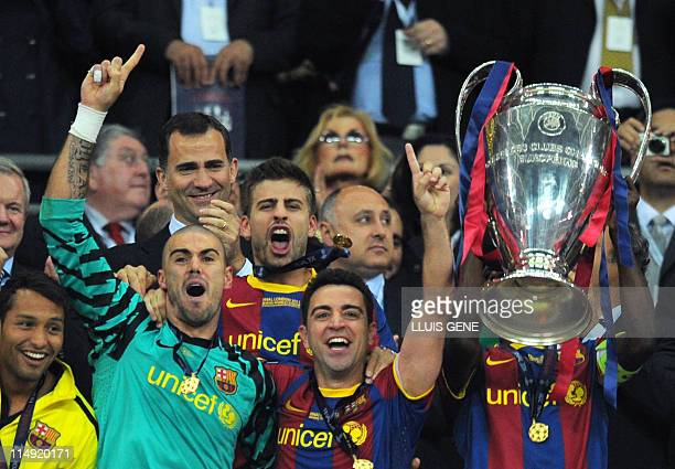 Barcelona's players celebrate with the trophy at the end of the UEFA Champions League final football match FC Barcelona vs Manchester United on May...