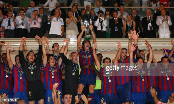 Barcelona's players jubilate as they hold up the trophy after winning the UEFA SuperCup Europa League football match FC Barcelona vs FC Shakhtar...