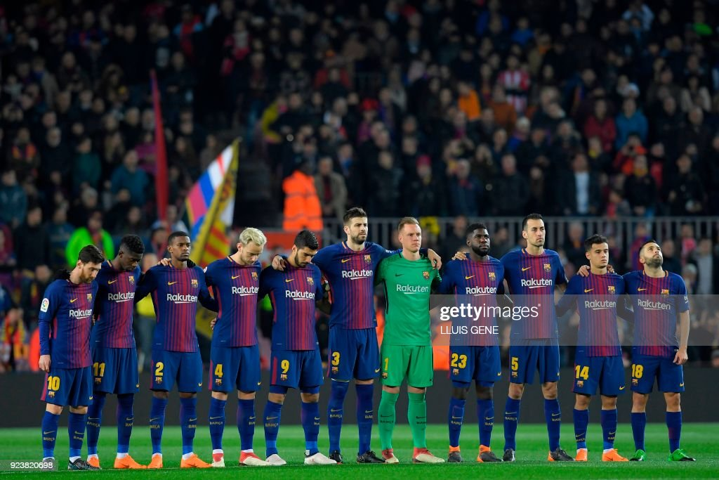 Hilo del FC Barcelona Barcelonas-players-observe-a-minute-of-silence-in-memory-of-the-who-picture-id923820698