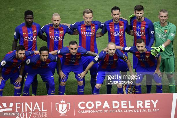 Barcelona's players pose before the Spanish Copa del Rey final football match FC Barcelona vs Deportivo Alaves at the Vicente Calderon stadium in...