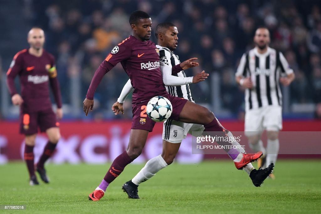Barcelona's Portuguese defender Nelson Semedo (L) vies with Juventus' forward from Brazil Douglas Costa during the UEFA Champions League Group D football match Juventus Barcelona on November 22, 2017 at the Juventus stadium in Turin. / AFP PHOTO / Filippo MONTEFORTE