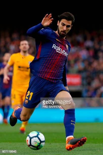 Barcelona's Portuguese midfielder Andre Gomes controls the ball during the Spanish league football match FC Barcelona against Club Atletico de Madrid...