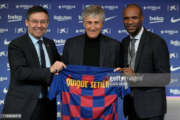 TOPSHOT Barcelona's president Josep Maria Bartomeu and football director Eric Abidal pose with Barcelona's new coach Quique Setien during his...