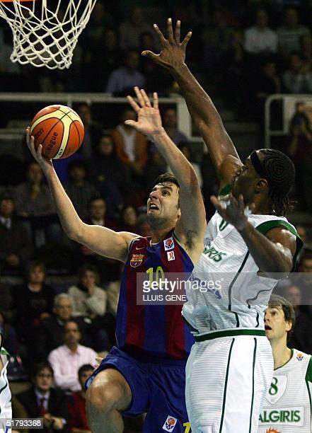 Barcelona's Servian Dejan Bodiroga vies with BC Zalgiris Kaunas' Tanoka Beard of EEUU during the EuroLeague match played in Palau Blaugrana Barcelona...