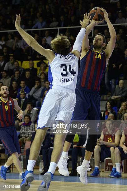 Barcelona's Slovenian forward Bostjan Nachbar vies with Efes Istanbul's Croatian guard Zoran Planinic during the Euroleague group E basketball match...