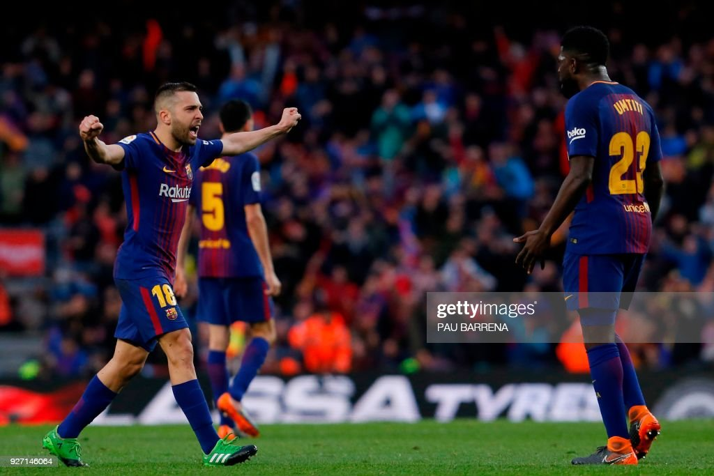 Barcelona's Spanish defender Jordi Alba (L) and Barcelona's French defender Samuel Umtiti celebrate at the end of the Spanish league football match FC Barcelona against Club Atletico de Madrid at the Camp Nou stadium in Barcelona on March 04, 2018. / AFP PHOTO / Pau Barrena