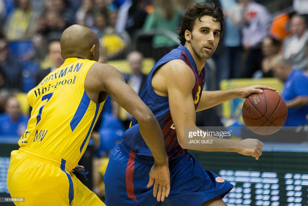 Barcelona's Spanish guard Victor Sada (R) vies with Tel Aviv's US guard Ricky Hickman (L) during their Euroleague Top 16 basketball match, Maccabi Tel Aviv Electra versus FC Barcelona Regal, on February 14, 2013 at the Nokia stadium in the Mediterranean coastal city of Tel Aviv, Israel.