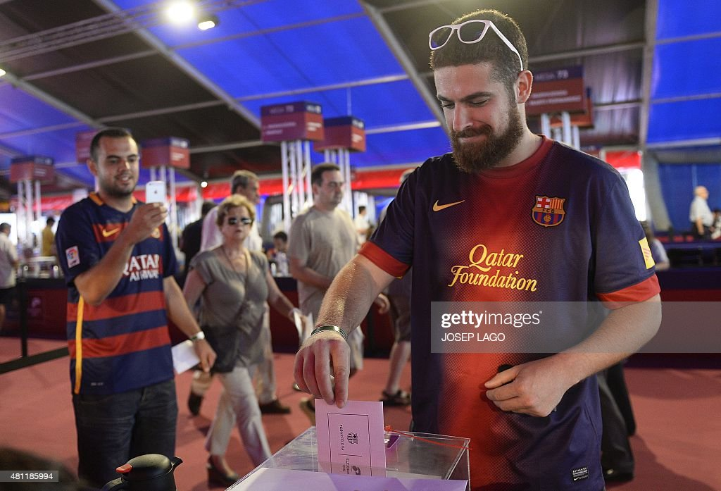 FBL-ESP-BARCELONA-ELECTION : News Photo