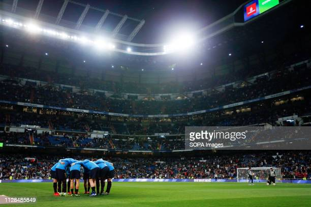 Barcelona's team seen before the match during La Liga match between Real Madrid and FC Barcelona at Santiago Bernabéu in Madrid Real Madrid 0 1 FC...