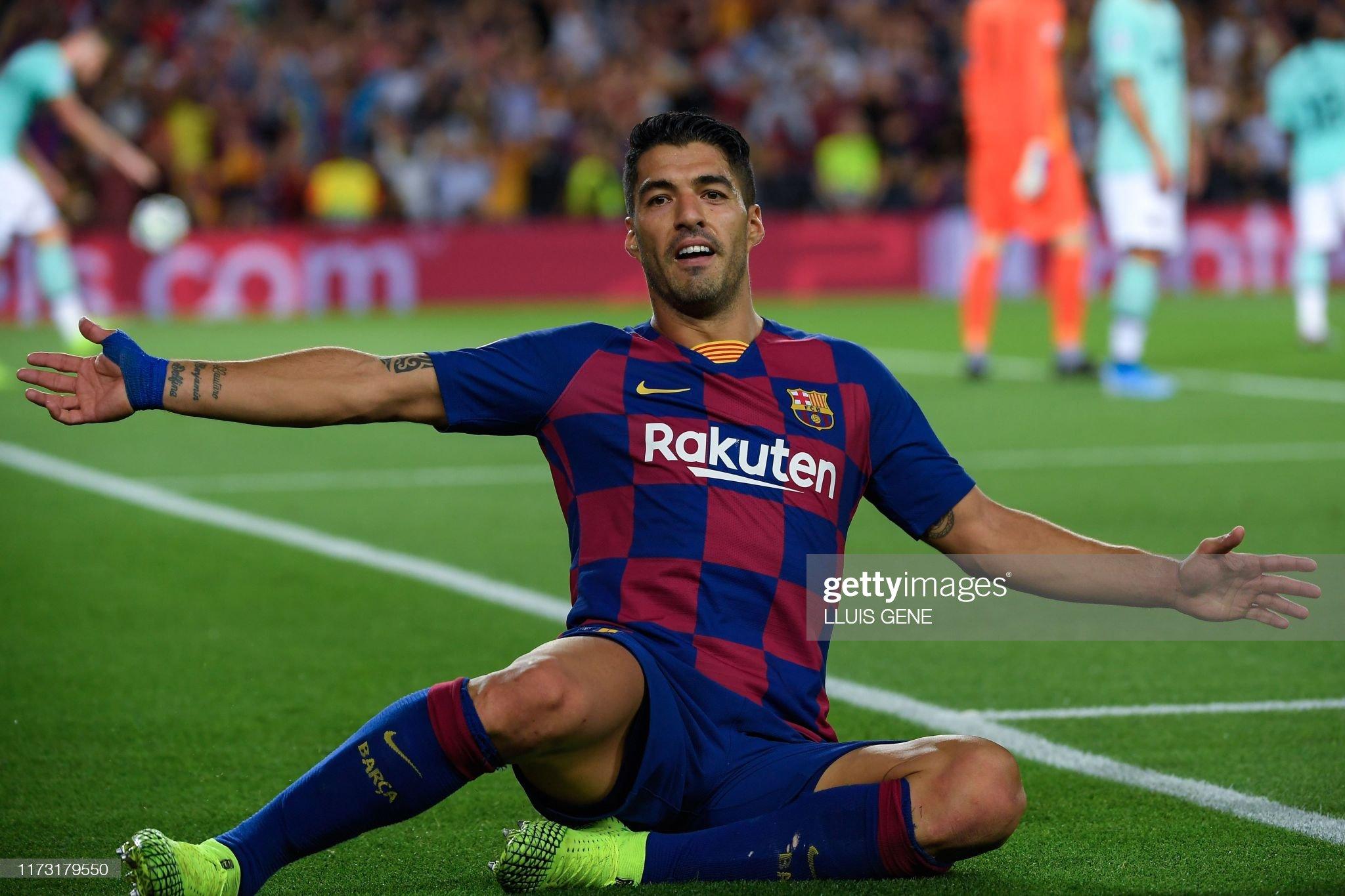 صور مباراة : برشلونة - إنتر 2-1 ( 02-10-2019 )  Barcelonas-uruguayan-forward-luis-suarez-celebrates-after-scoring-a-picture-id1173179550?s=2048x2048