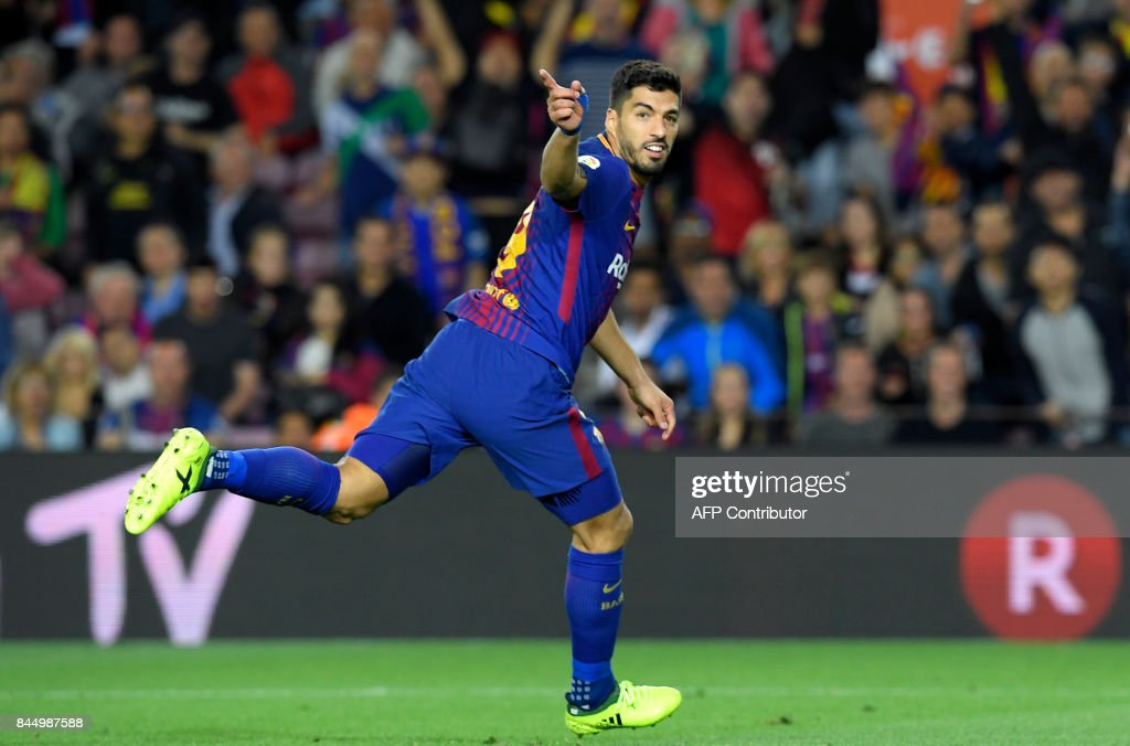 TOPSHOT - Barcelona's Uruguayan forward Luis Suarez celebrates after scoring during the Spanish Liga football match Barcelona vs Espanyol at the Camp Nou stadium in Barcelona on September 9, 2017. /