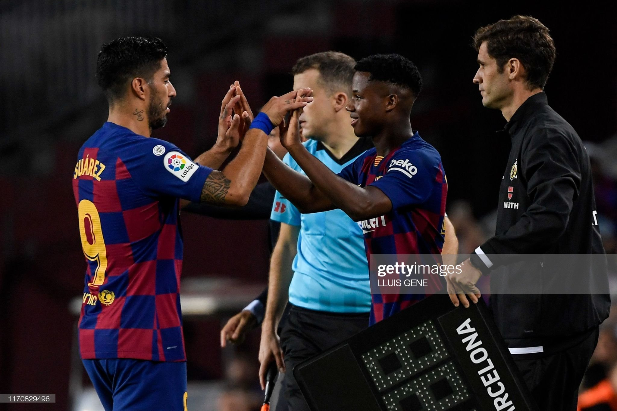 صور مباراة : برشلونة - فياريال 2-1 ( 24-09-2019 )  Barcelonas-uruguayan-forward-luis-suarez-is-substituted-off-for-picture-id1170829496?s=2048x2048
