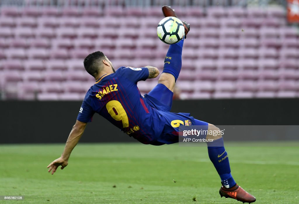 TOPSHOT - Barcelona's Uruguayan forward Luis Suarez kicks the ball during the Spanish league football match FC Barcelona vs UD Las Palmas at the Camp Nou stadium in Barcelona on October 1, 2017. /