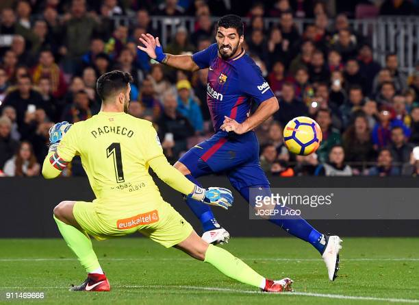 TOPSHOT Barcelona's Uruguayan forward Luis Suarez vies with Alaves' Spanish goalkeeper Fernando Pacheco during the Spanish league football match...