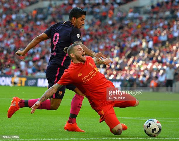 TOPSHOT Barcelona's Uruguayan striker Luis Suarez vies with Liverpool's Spanish defender Alberto Moreno during the preseason International Champions...