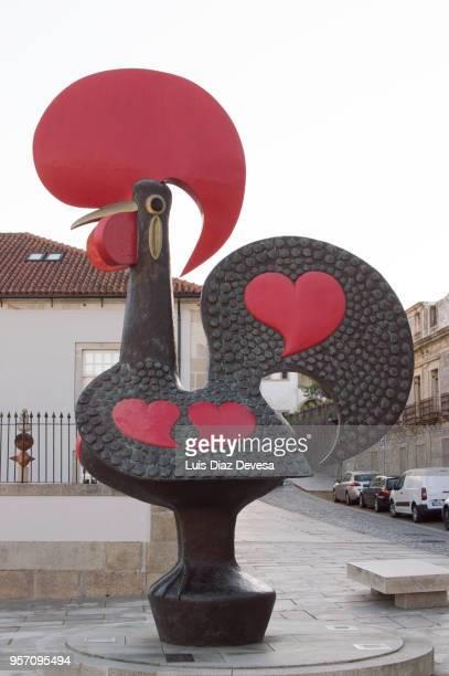 barcelos cock , decoration of the feast of crosses through the streets - galo de barcelos imagens e fotografias de stock