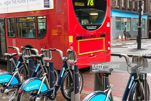 barclays cycle hire station in london - barclays cycle hire stock pictures, royalty-free photos & images