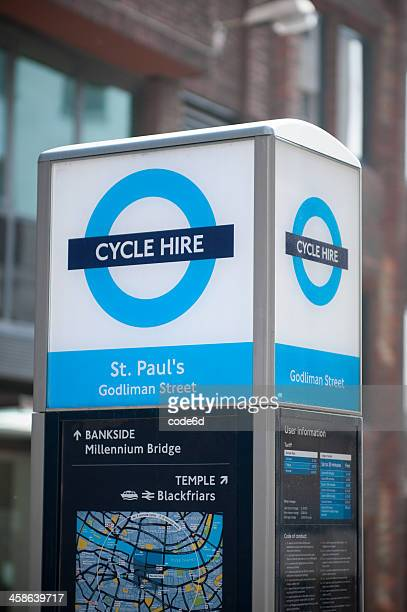 barclays cycle hire station, london - barclays cycle hire stock pictures, royalty-free photos & images