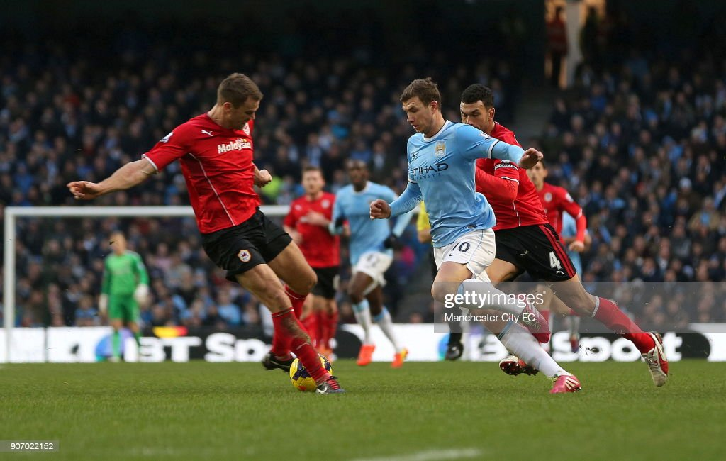 Barclays Premier League, Manchester City v Cardiff City, Etihad Stadium, Manchester City's Edin Dzeko in action