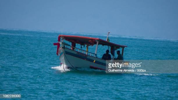Barco de transporte de turistas em Ubatuba