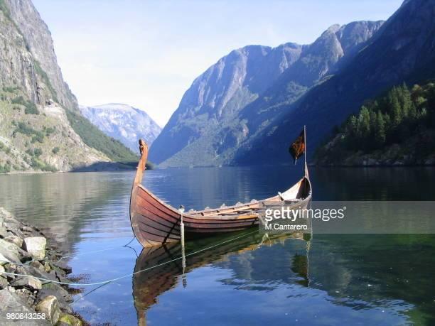 barco vikingo - wikinger stock-fotos und bilder