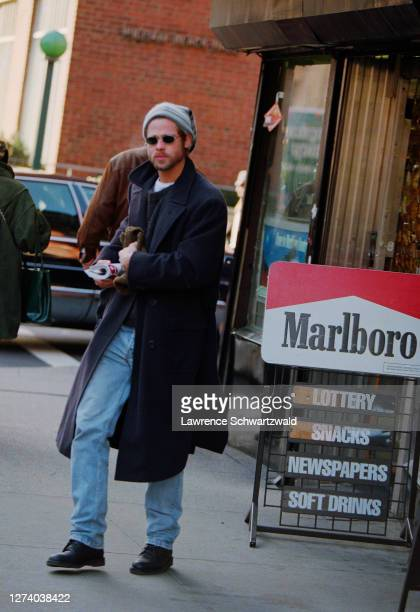 Bard Pitt spotted in a magazine shop on Lexington Avenue by photographers and is photographed leaving December 11 1995